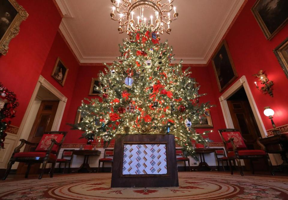 Melania Trump Unveils 'American Treasures'-Themed WH Holiday Decor