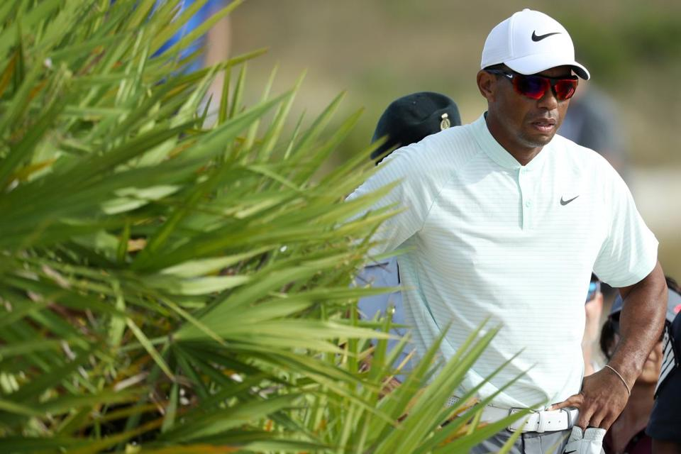 Tiger Woods avoids penalty: 'Didn't feel like I made contact twice'