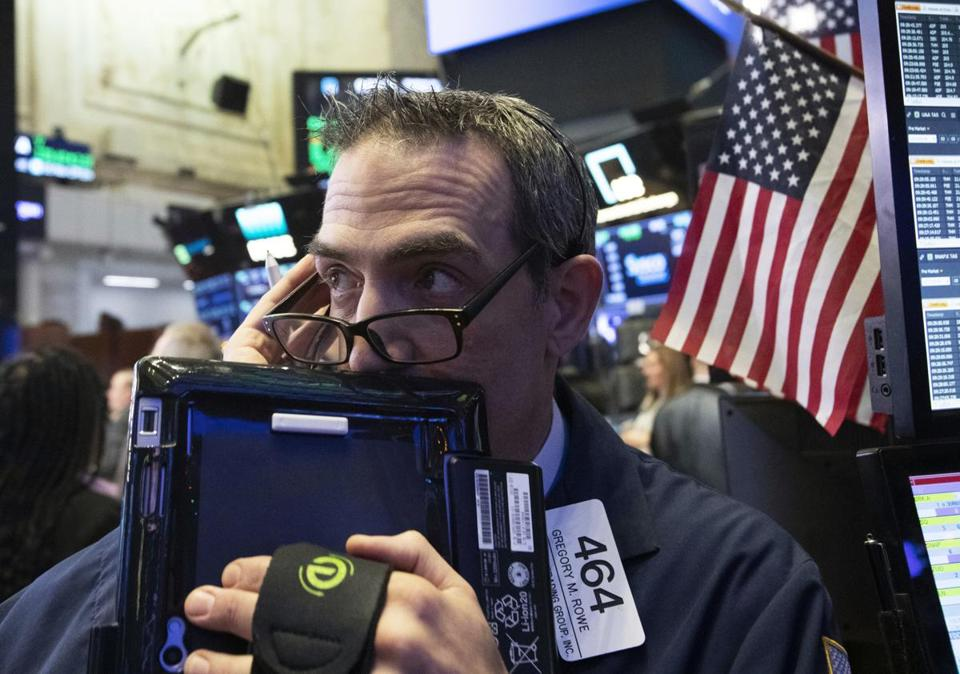 USA stocks hold near 14-month low on a volatile day