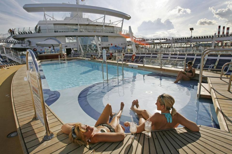 Passengers relaxed on the deck of the Oasis of the Seas in 2009.