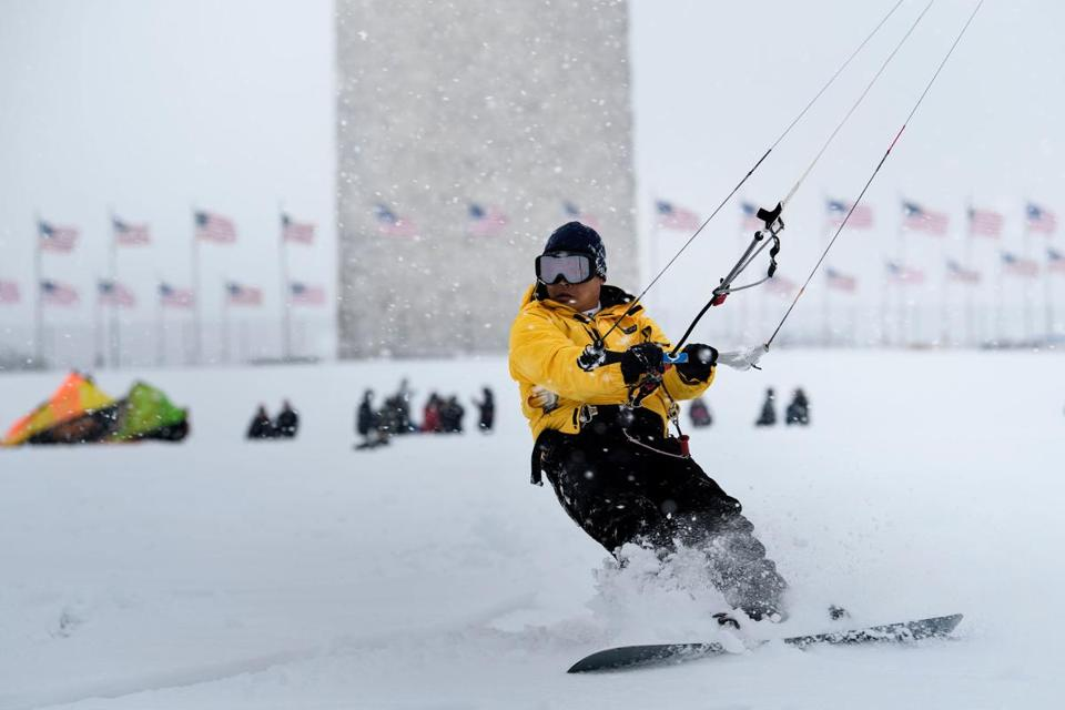 Five dead on midwest roads as huge snowstorm heads for Washington DC