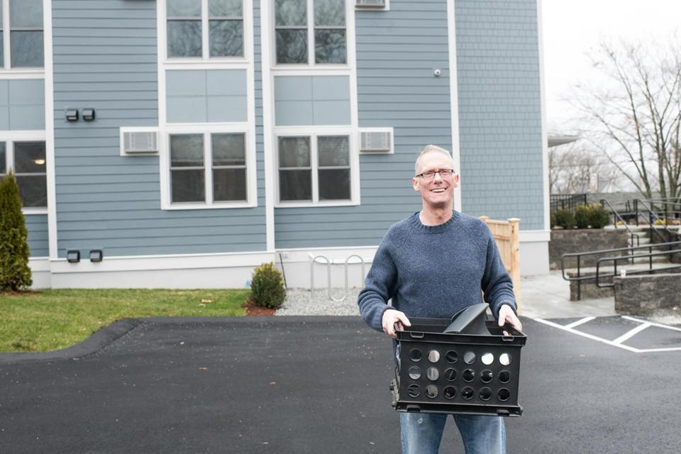 "20sohomeless -- Mike Ryan, a Navy veteran, moves some of his belongings into his new apartment on Dec. 17 at ""Montello Welcome Home Again"" in Brockton, a property owned and operated by Father BillÕs & MainSpring. (Jack Foley, Father Bill's and MainSpring)"