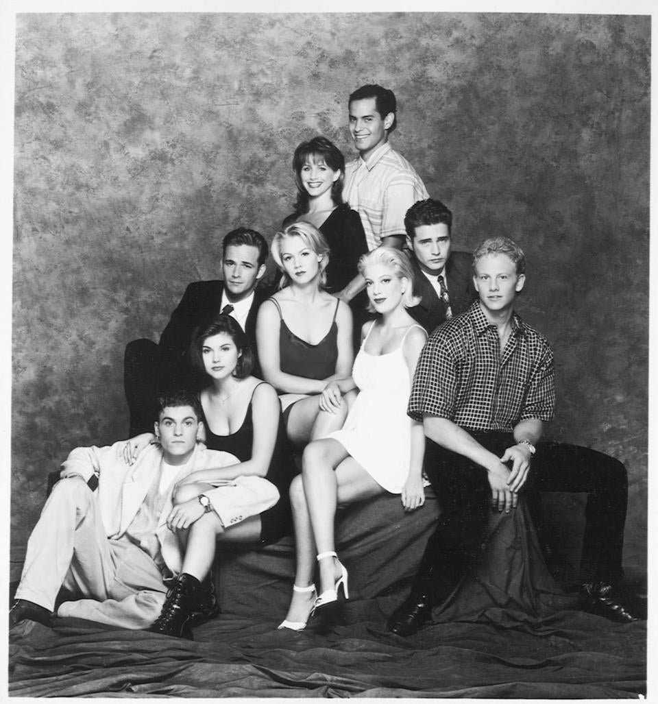 "The cast of ""Beverly Hills, 90210."" Clockwise from bottom left: Brian Austin Green as David, Tiffani Amber Thiessen as Valerie, Luke Perry as Dylan, Gabrielle Carteris as Andrea, Mark Espinoza as Jesse, Jason Priestley as Brandon, Ian Ziering as Steve, Tori Spelling as Donna, and Jennie Garthas Kelly."