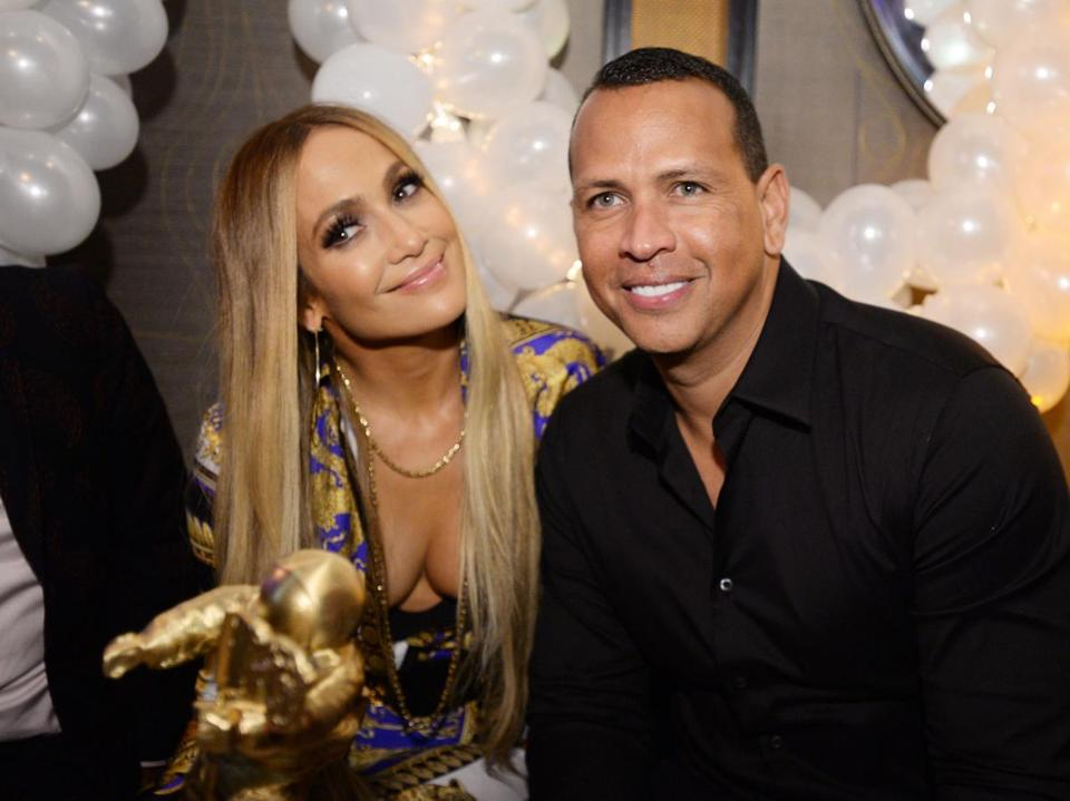 Jennifer Lopez & Alex Rodriguez Engaged - See Pic Of Her Huge Engagement Ring