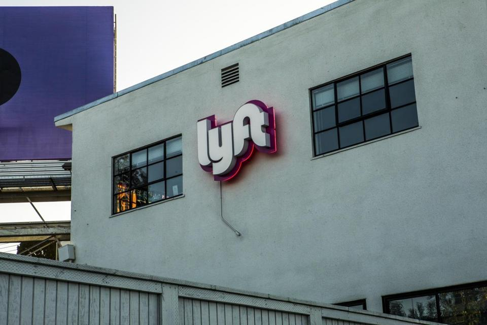 Investors group call Lyft to give up dual-class share structure