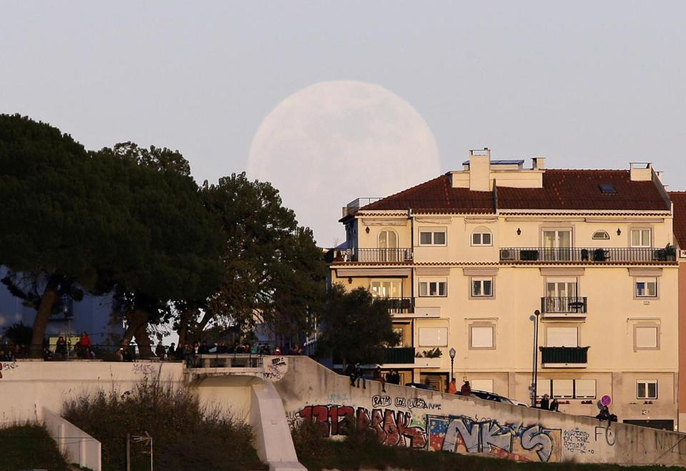 'Full worm supermoon' rises shortly after Wednesday evening's spring equinox