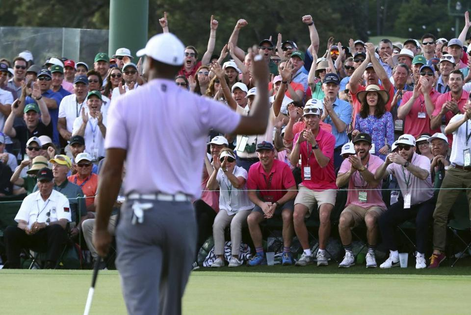 Tiger Woods acknowledges the gallery on 18.
