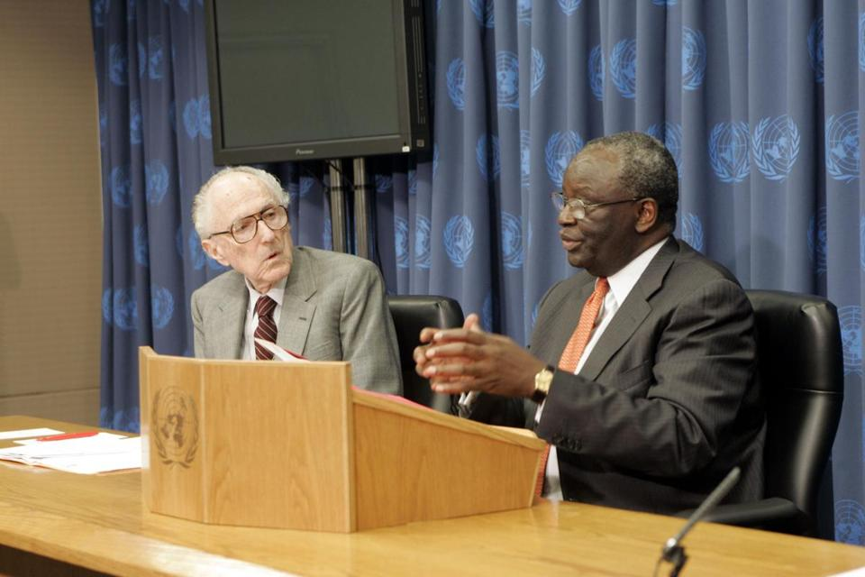 David Hamburg (left), chair of an advisory group on conflict prevention, and Ibrahim Gambari, undersecretary-general for political affairs, at a United Nations briefing in 2006.