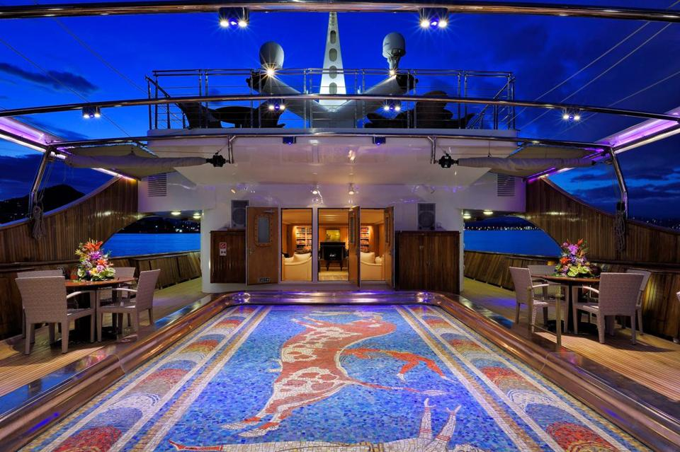 14namesyacht - The dance floor aboard the Christina O. Underneath is a swimming pool. (Stef Bravin)