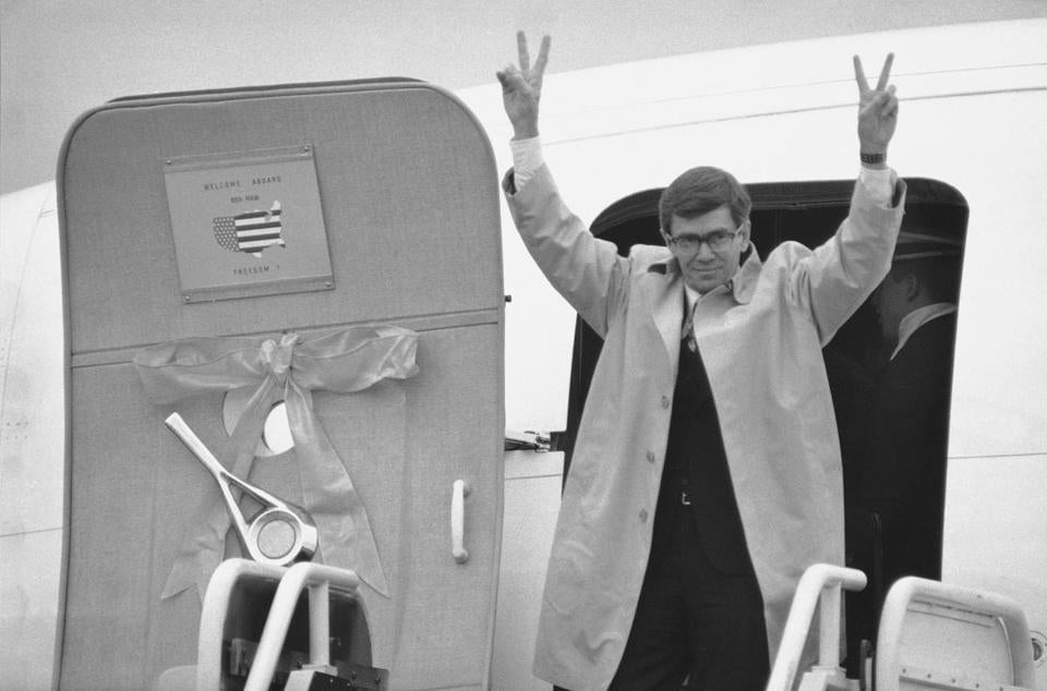 Mr. Laingen stepped from one of four planes carrying the freed Iranian hostages to their official welcome in Washington.
