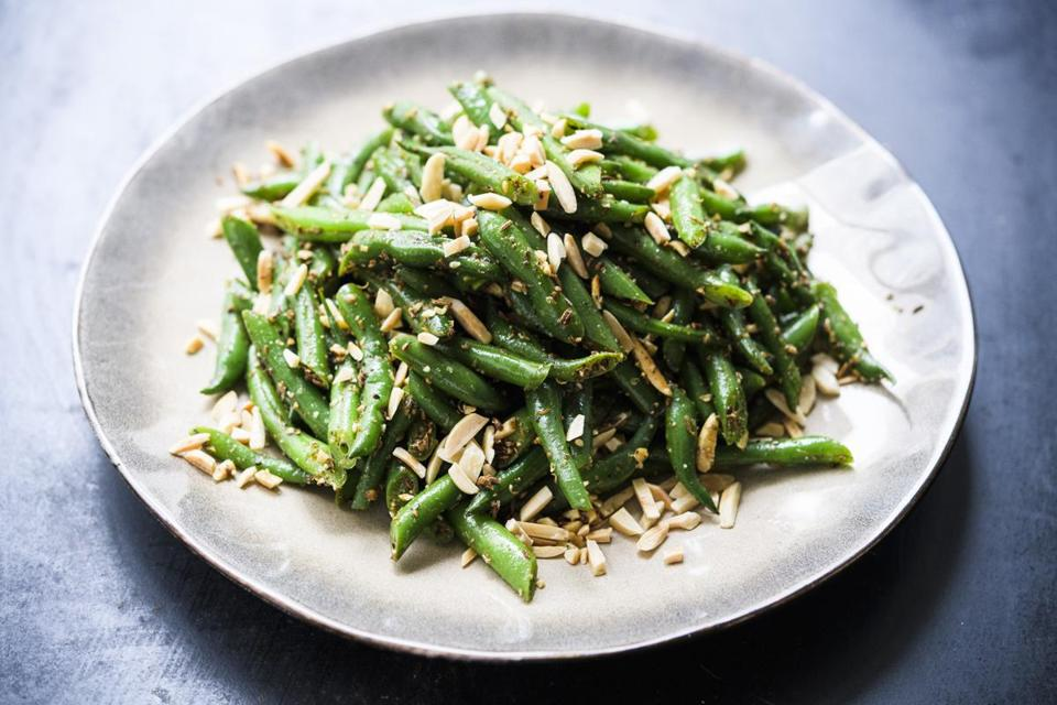 Green Beans With Toasted Almonds and Spices