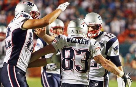 Tom Brady, Wes Welker and the Patriots romped to an opening-night 38-24 win in Miami.