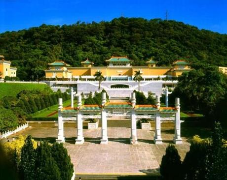 The National Palace Museum's collection is one of the largest in the world, encompassing over 8,000 years of Chinese history, from the Neolithic age to the late Qing dynasty.