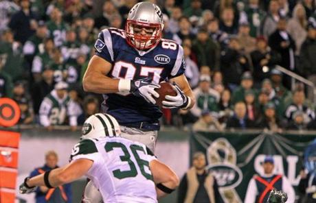 11-13-11: East Rutherford, NJ: The Patriots Rob Gronkowski hauls in a late second quarter touchdown pass to give New England the lead. The New England Patriots visited the New York Jets in a regular season NFL game at MetLife Stadium. (Globe Staff Photo/Jim Davis) section:sports topic:unknown