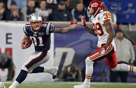Aaron Hernandez looked for some yards following a first quarter completion.