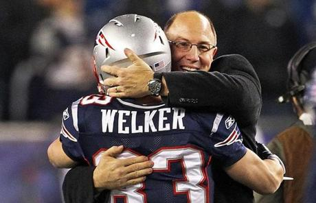 11-21-11: Foxborough, MA: Former Patriots executive and current Kansas City GM Scott Pioli haas a big smile and a hug for New Englnd wide reciever Wes Welker before the game. The New England Patriots hosted the Kansas City Chiefs in a Monday Night Football NFL regular season game at Gillette Stadium. (Globe Staff Photo/Jim Davis) section:sports topic:patriots