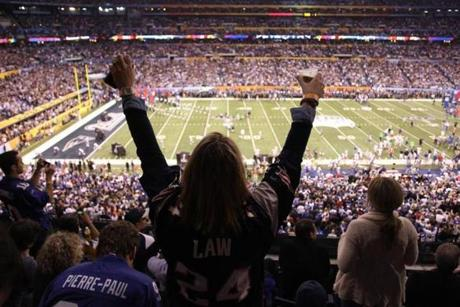 Fans reacted as the Patriots and Giants played at Lucas Oil Stadium in Indianapolis.