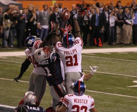 INDIANAPOLIS, IN FEBRUARY 5, 2012 SUPER BOWL XLVI NEW ENGLAND PATRIOTS VS. NEW YORK GIANTS New England Patriots' Aaron Hernandez #81 fails to catch Tom Brady's hail mary pass in the last seconds of the fourth quarter of Super Bowl XLVI at Lucas Oil Stadium in Indianapolis, IN on Sunday, February 5, 2012. (Stan Grossfeld/Globe Staff Photo)