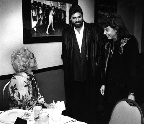 Newly signed Red Sox closer Jeff Reardon and his wife met with Red Sox owner Jean Yawkey in December 1989.