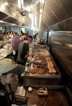 Cambridge, MA 091711 Line kitchen at Veggie Galaxy restaurant in Cambridge's Central Square photographed on Saturday September 17, 2011. (Essdras M Suarez/ Globe Staff)/ G Library Tag 09232011