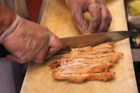 Step 3: The cutlet is cut into strips.