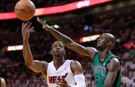 Kevin Garnett defended against a shot by Dwyane Wade. The Celtics defense held Wade to 2 points and no assists in the half.