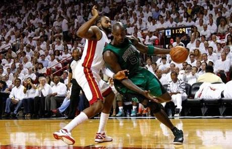 Kevin Garnett worked against Ronny Turiaf. Garnett scored 18 points on 6-for-18 shooting.