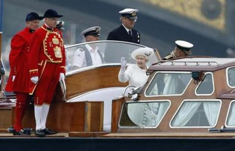 Queen Elizabeth  traveled on a launch boat that was taken to the royal barge, the principal boat of a flotilla of 1,000 vessels.