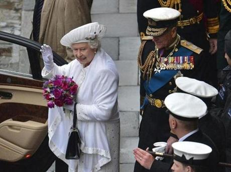 Britain's Queen Elizabeth (L) waves to onlookers as she Queen Elizabeth II waved to onlookers during the Queen's diamond jubilee in London.