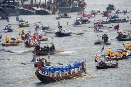Hundreds of rowing boats, barges and steamers filled the River Thames with a blaze of color.