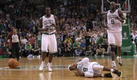 Rajon Rondo fell to the ground after a collision in the second quarter.