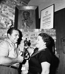 Borgnine and his wife Rhoda, with the Oscar.