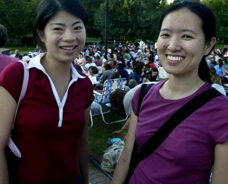7-10-2004 Boston, Mass. Thousands of guests attended Commonwealth Shakespeare Company's presents Much ADO ABOUT NOTHING at the Boston Common. Yi Ting and Angela Piau both of Boston. Library Tag 07182004 City Weekly 22thepix