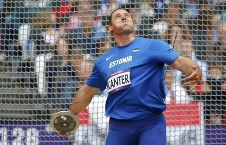 Estonia's Gerd Kanter competes in the men's discus qualification during the London 2012 Olympic Games at the Olympic Stadium August 6, 2012. REUTERS/Kai Pfaffenbach (BRITAIN - Tags: SPORT ATHLETICS OLYMPICS)