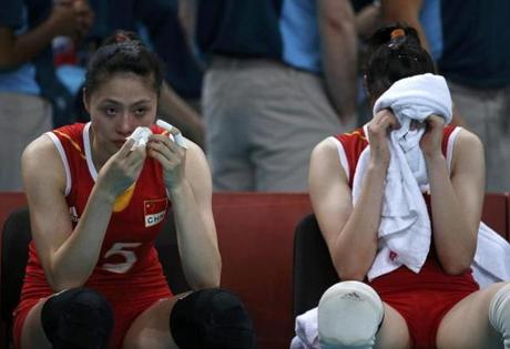 China's Ma Yunwen (L) and Hui Ruoqi react after losing their women's quarterfinal volleyball match against Japan at Earls Court during the London 2012 Olympic Games August 7, 2012. REUTERS/Ivan Alvarado (BRITAIN - Tags: OLYMPICS SPORT VOLLEYBALL)