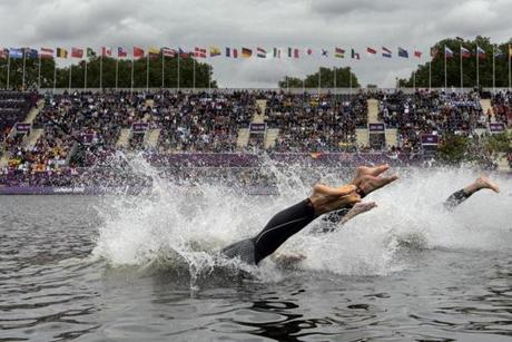 Athletes dive at the start of the men's triathlon event at the London 2012 Olympic Games on August 7, 2012 in London. AFP PHOTO / FABRICE COFFRINIFABRICE COFFRINI/AFP/GettyImages