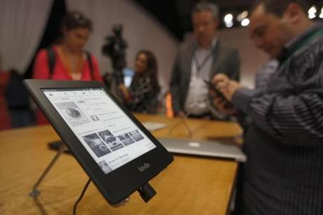 Amazon is betting that its new Kindle devices, with enhanced features at an affordable price, will be able to cut into the market share of Apple's more expensive iPads.
