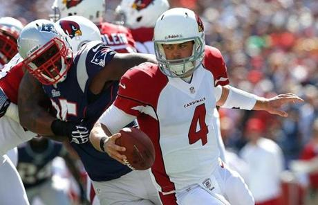 Kevin Kolb of the Cardinals felt pressure from Chandler Jones.
