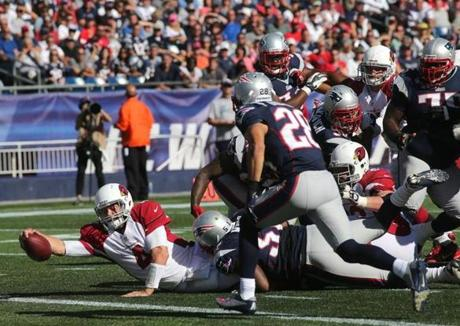 Cardinals quarterback Kevin Kolb reached into the end zone for a 5 yard touchdown in the fourth quarter.