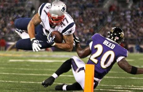 Patriots tight end Michael Hoomanawanui  tried to sail into the end zone after a first quarter catch.