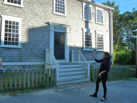 Robin Zablow leading a Raven's Walk tour in Nantucket, Mass.