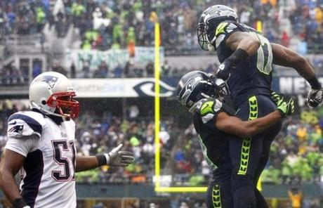 Braylon Edwards, right, celebrated with Golden Tate as Jerod Mayo looked on after Edwards scored a touchdown in the fourth quarter.
