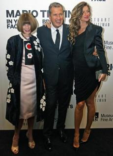 10-17-2012: Boston, MA: Celebrity arrivals for the Mario Testino (right) exhibit opening at the Museum of Fine Arts took place tonight. Pictured are (left to right) Anna Wintour, Mario Testino, and Gisele Bundchen. section: lifestyle (Jim Davis/Globe Staff)