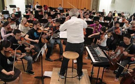 Boston Ma10/20/2012 Ben Zander (cq) with his new youth orchestra during a rehersal. Section:Arts: Boston Globe Staff/Photographer Jonathan Wiggs :Reporter: Slug: