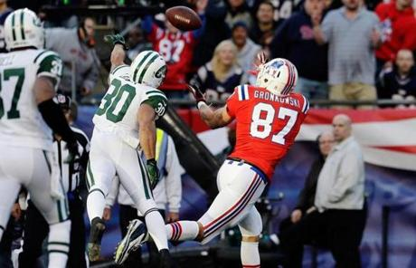 Rob Gronkowski hauled in a 17-yard touchdown pass from Tom Brady in the first quarter.