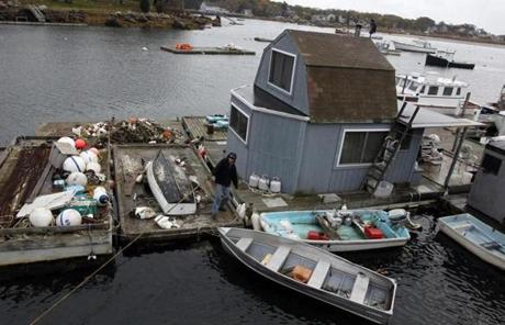 Jerry McKay worked to secure a houseboat in Gloucester.