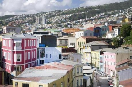 With its 19th-century prosperity, Valparaiso expanded upwards from a narrow coastal plain, scaling a series of cerro hillsides that form a natural amphitheater above the Pacific shoreline.