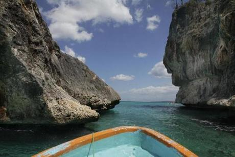A short but thrilling boat ride to the beach of Bahía de las Águilas passes coral heads that loom like massive sculptures.