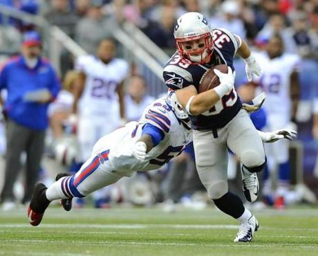 Patriots running back Danny Woodhead rushed past Bills linebacker Nick Barnett in the second quarter.