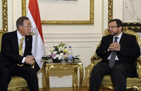 UN Secretary-General Ban Ki-moon, left, spoke with Egyptian Prime Minister Hisham Qandil in Cairo.